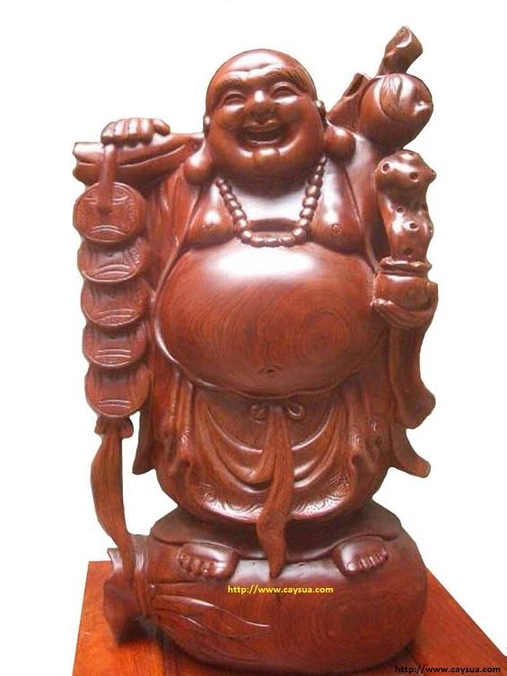 Tượng phật Di Lặc được làm từ gỗ cây sưa đỏ